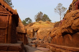 DaLat's history narrated by sculpted path