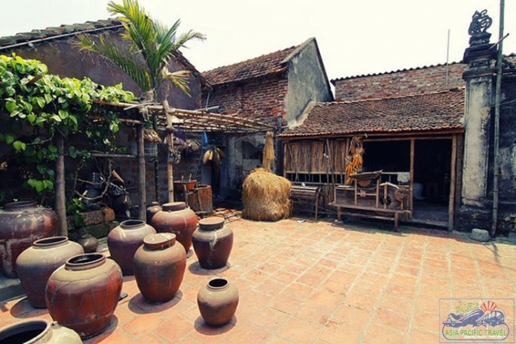 Ancient Duong Lam Village gets a new reading corner